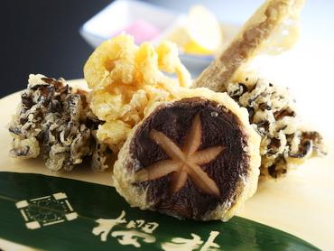 地場産きのこの天ぷら盛り合せ