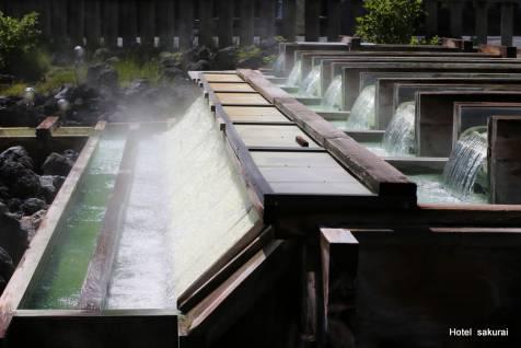 湯煙り立つ湯樋