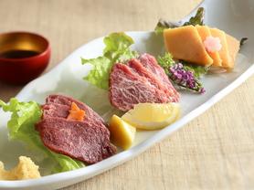 特選馬肉刺身の3種盛合せ(特選馬肉・ヒレ肉・タテガミ)
