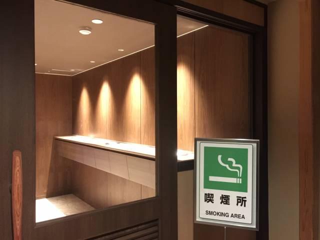 本客殿3階・5階の喫煙所