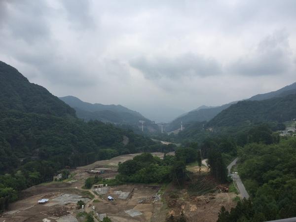 ダムの建設、真っ最中